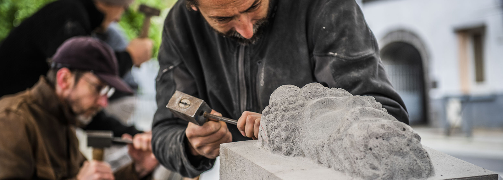 Demonstration by professional stonemasons